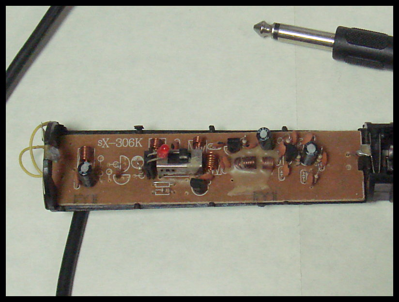 на электрогитару ловит радио